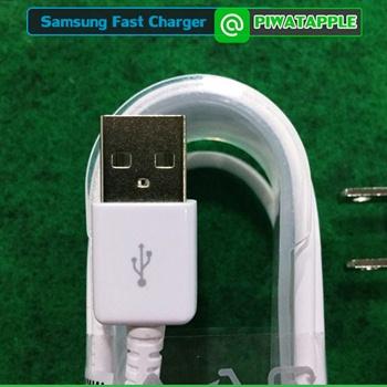 อีกรูปหนึ่งของวิธีดูหัว USB ของสายชาร์จซัมซุงแท้ Detail ของงานชัด ๆ ให้สังเกตในรู USB 2 รูใหญ่ เราสามารถมองเห็นทองแดงเส้นหนา ที่ในรูของแต่ละข้างเหมือนจะมี 2 แถบ ให้เห็นแต่เมื่อดูดี ๆ จะเป็น Detail ที่แต่ละข้างจะมีเพียงแถบเดียว ส่วนรูตัน ๆ เล็ก ๆ ตรงกลาง ก็เป็นรูบุ๋มเล็ก ๆ ลงไปเท่านั้น ไม่ใช่รูจริง ๆ
